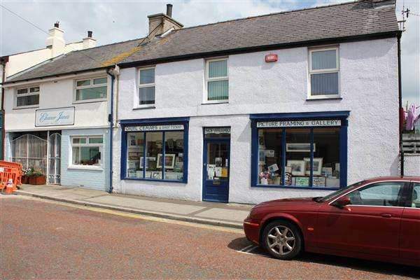 2 Bedrooms Commercial Property for sale in Oriel Gallery & First Floor Flat, 16 High Street, Cemaes Bay