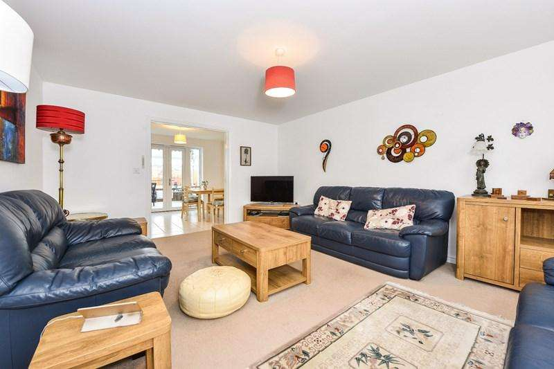 4 Bedrooms Detached House for sale in Fleece Close, Andover