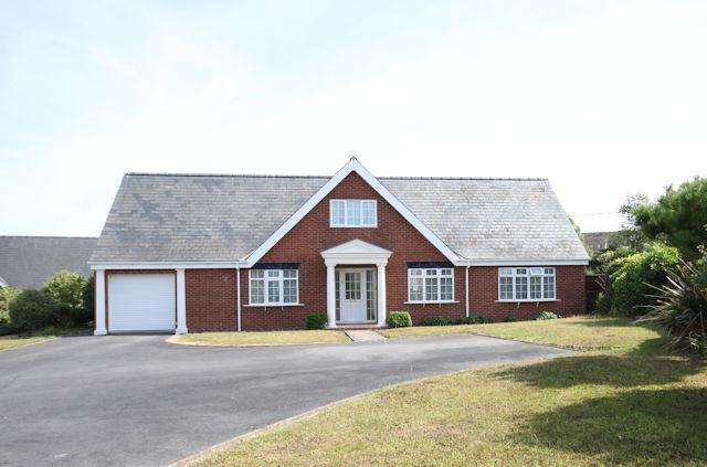 4 Bedrooms Detached House for sale in 5 Bryn Paderau, Tywyn, Gwynedd LL36