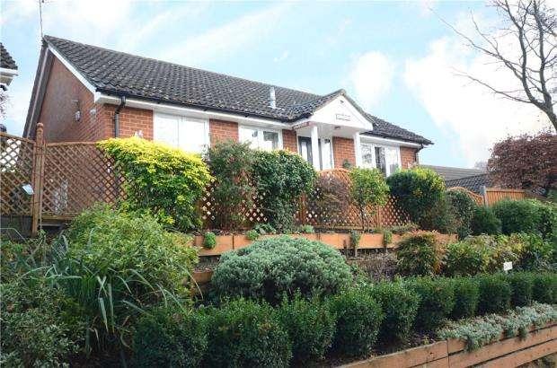 2 Bedrooms Detached Bungalow for sale in Hancombe Road, Little Sandhurst, Berkshire