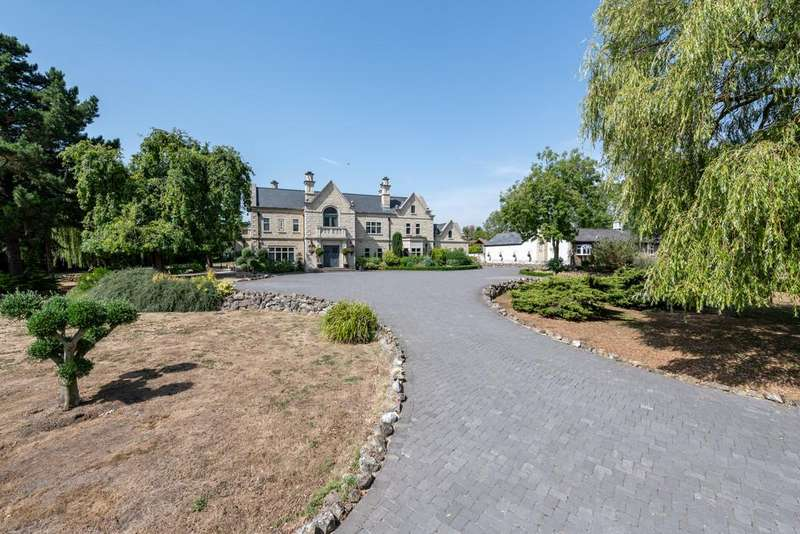 9 Bedrooms Detached House for sale in Noak Hill, Nr South Weald