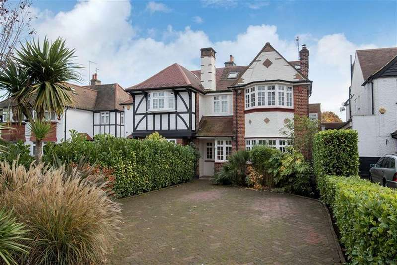 5 Bedrooms Semi Detached House for sale in The Close, Southgate