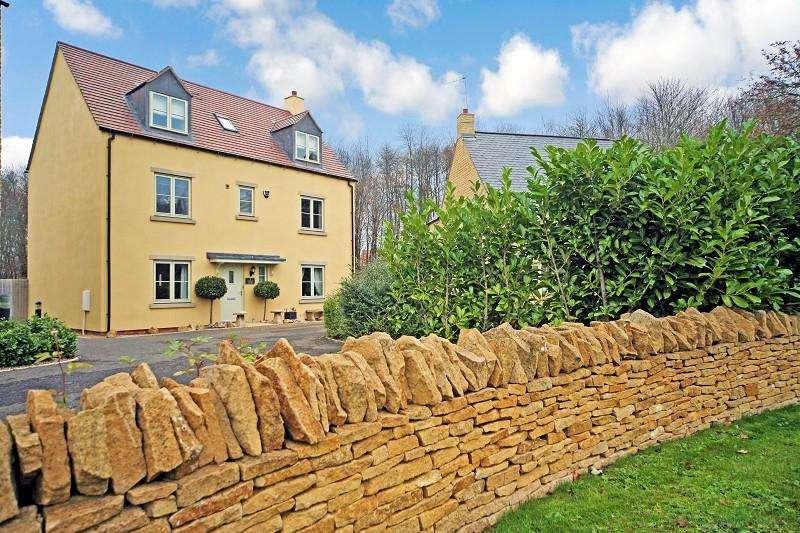 5 Bedrooms Detached House for sale in Merlin Close, Moreton-in-Marsh, Gloucestershire. GL56 0HL