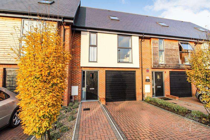 3 Bedrooms Terraced House for sale in Faircross Court, Thatcham