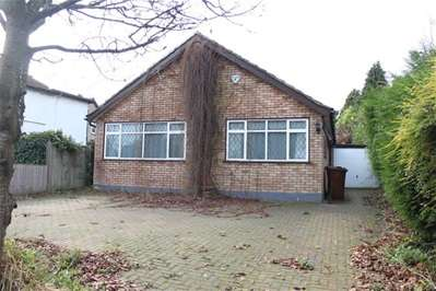 3 Bedrooms Detached Bungalow for rent in Clamp Hill, Stanmore