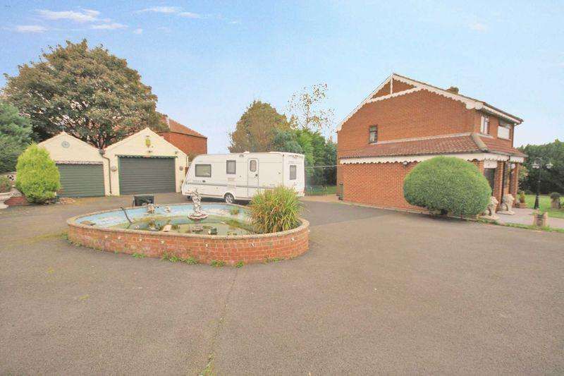 3 Bedrooms Detached House for sale in Newlands Road, Skelton Green ***WITH LAND AND GARAGES TO THE SIDE***