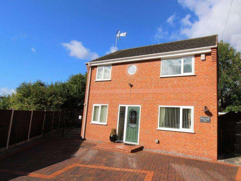 3 Bedrooms Detached House for sale in New Road, Rhosddu, Wrexham