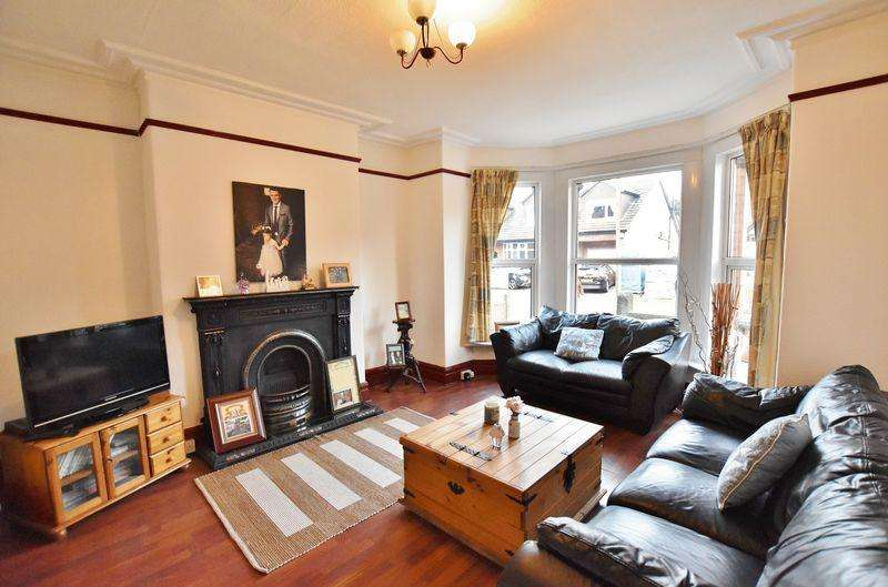 4 Bedrooms Semi Detached House for sale in Hawthorn Avenue, Monton