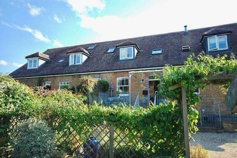 3 Bedrooms Town House for sale in South Cary Lane, Castle Cary
