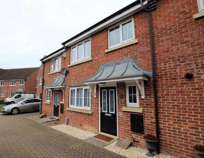 3 Bedrooms Terraced House for sale in Moore Crescent.