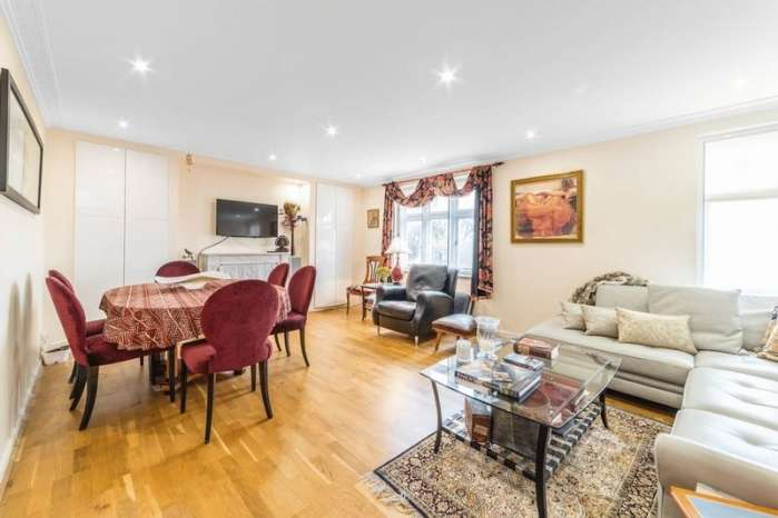3 Bedrooms Flat for rent in Holford Road, Hampstead, London, NW3