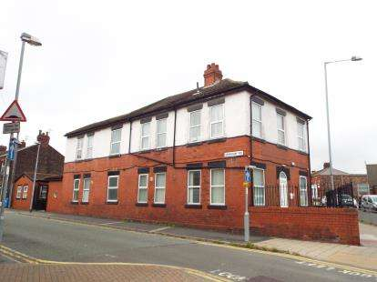 6 Bedrooms Flat for sale in Peel House Lane, Widnes, Cheshire, WA8