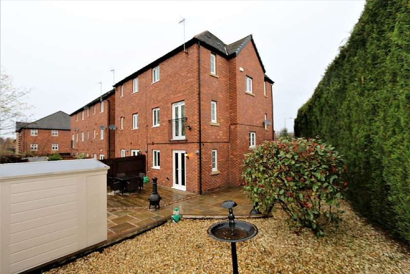 4 Bedrooms Town House for sale in Badger Close, Hyde, Cheshire, SK14 4FY