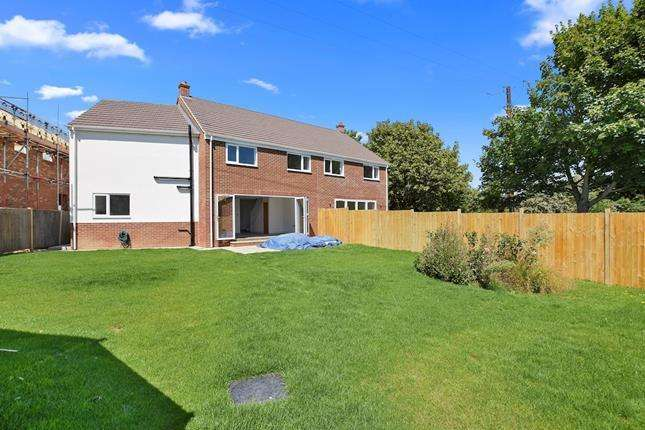 4 Bedrooms Semi Detached House for sale in Church Road, Chelmsford, Essex, CM2 8UQ
