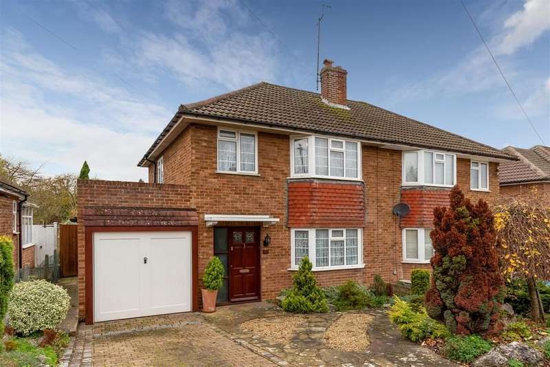 3 Bedrooms Semi Detached House for sale in Lawrence Avenue, Letchworth Garden City
