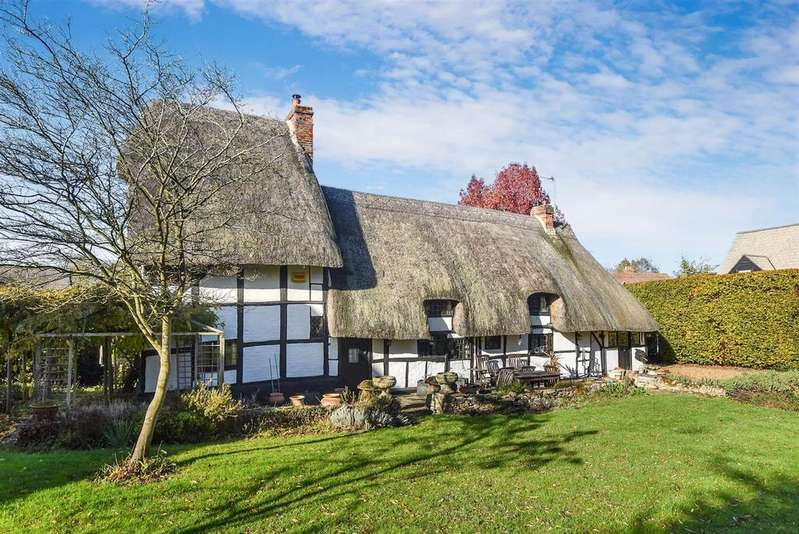 3 Bedrooms Cottage House for sale in North End Road, Steeple Claydon