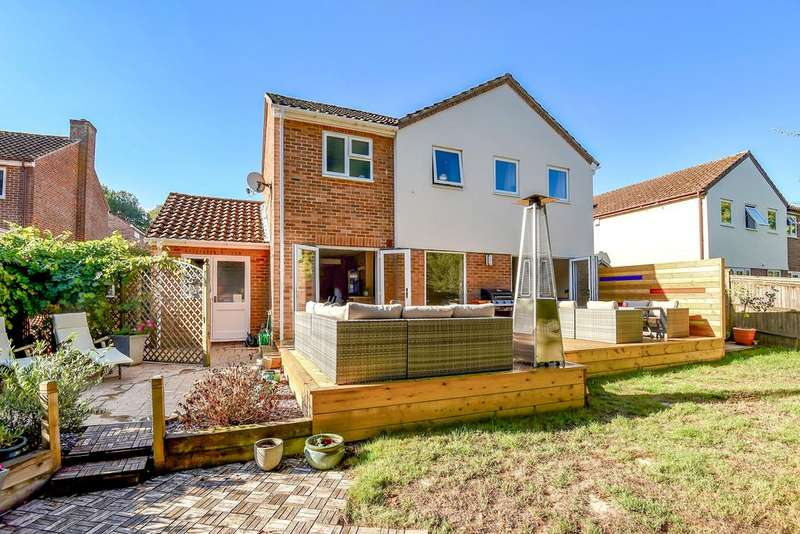 4 Bedrooms Detached House for sale in Kevin Close, Kingsclere, Newbury, Hampshire, RG20