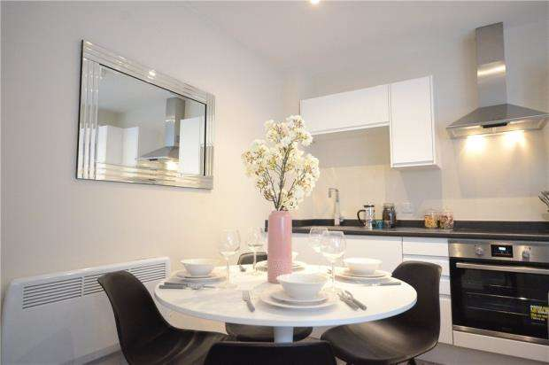 2 Bedrooms Apartment Flat for sale in Riseley Place, Basingstoke Road, Reading