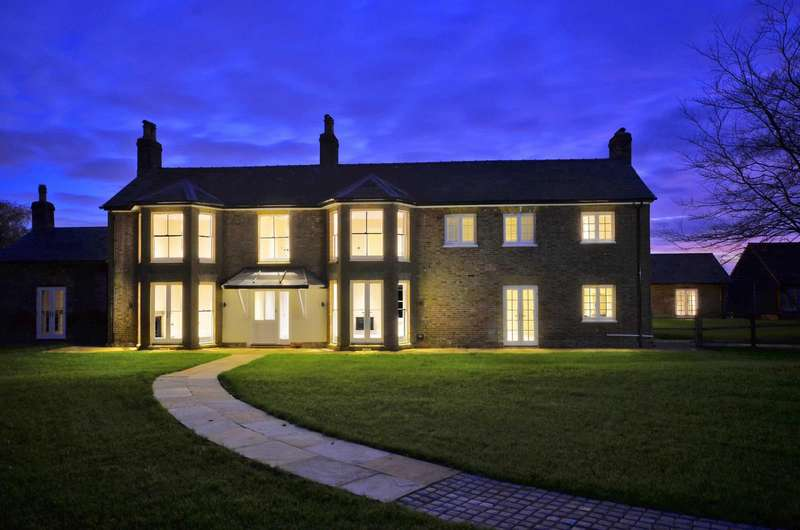 4 Bedrooms Link Detached House for sale in Green Street, Great Green Street, Chorleywood, Buckinghamshire, WD3