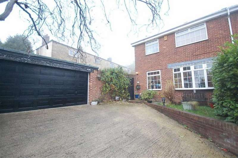3 Bedrooms Semi Detached House for sale in Russell Close, Heckmondwike, WF16