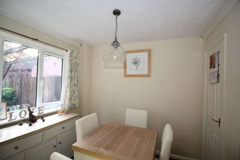 3 Bedrooms Semi Detached House for sale in Abingdon Close, Lincoln, LN6