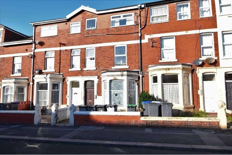 5 Bedrooms Property for sale in Westmorland Avenue, Blackpool, Lancashire, FY1 5PG