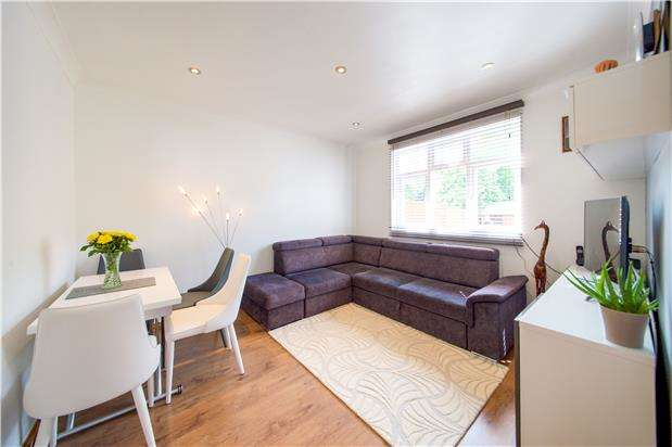 2 Bedrooms Flat for sale in Colindeep Lane, LONDON, NW9 6DY
