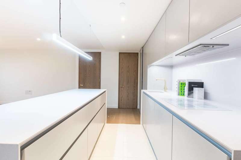 2 Bedrooms Flat for sale in Blake Tower, Barbican, EC2Y