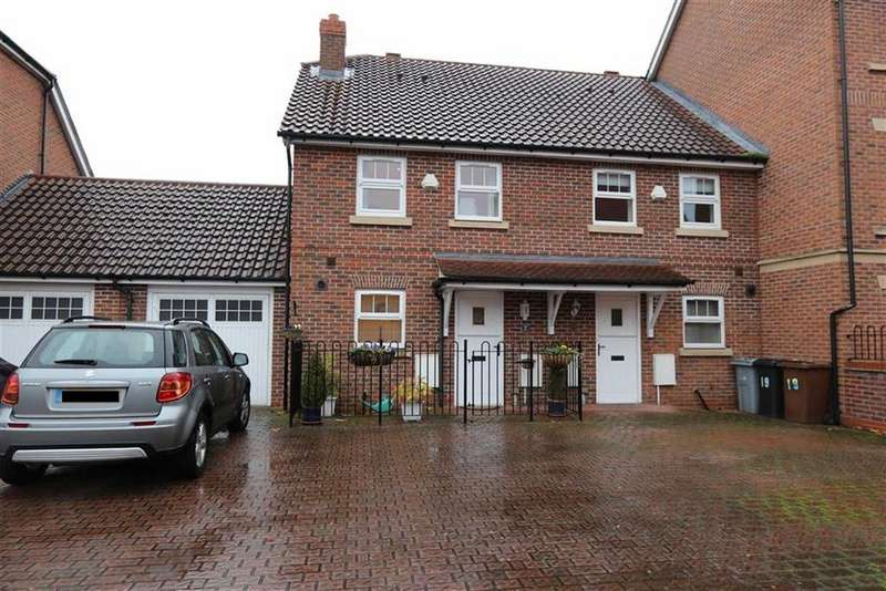 2 Bedrooms Mews House for sale in Whittaker Close, Congleton