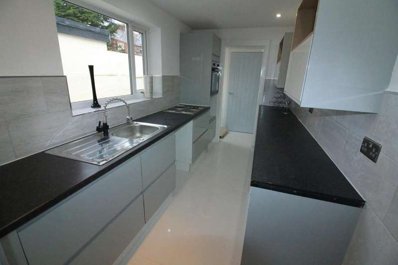 2 Bedrooms Terraced House for sale in South Street, Darwen