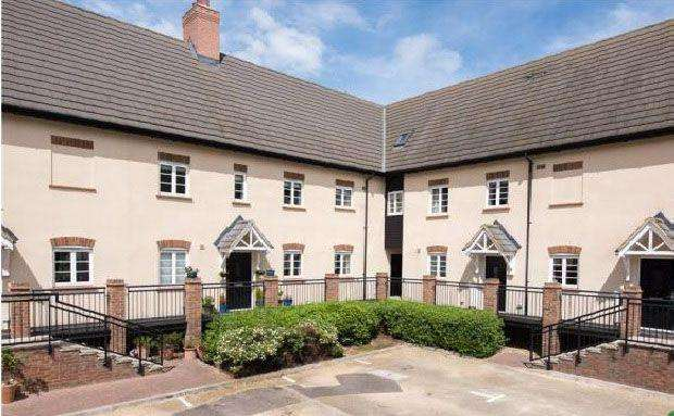 2 Bedrooms Maisonette Flat for sale in Mill Cottages, Mill Lane, Kempston, MK42