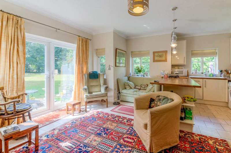 2 Bedrooms Ground Flat for sale in Buckingham Road, Winslow