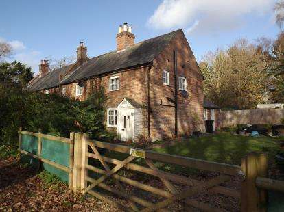 2 Bedrooms End Of Terrace House for sale in Hurn, Christchurch, Dorset