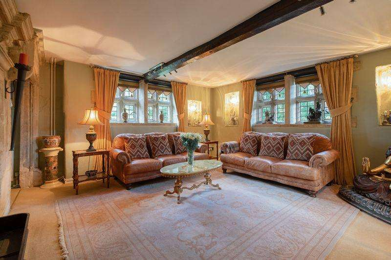 4 Bedrooms Detached House for sale in Kettering Road, Weldon