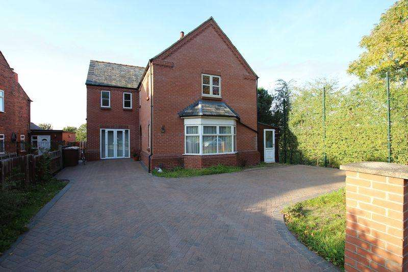5 Bedrooms Detached House for sale in 32 South Park, Lincoln