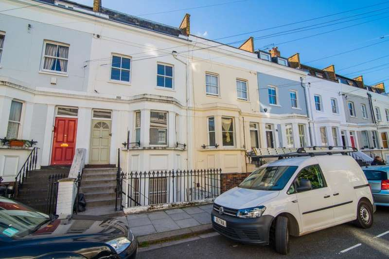 2 Bedrooms Flat for sale in Chesson Road, Fulham SW6
