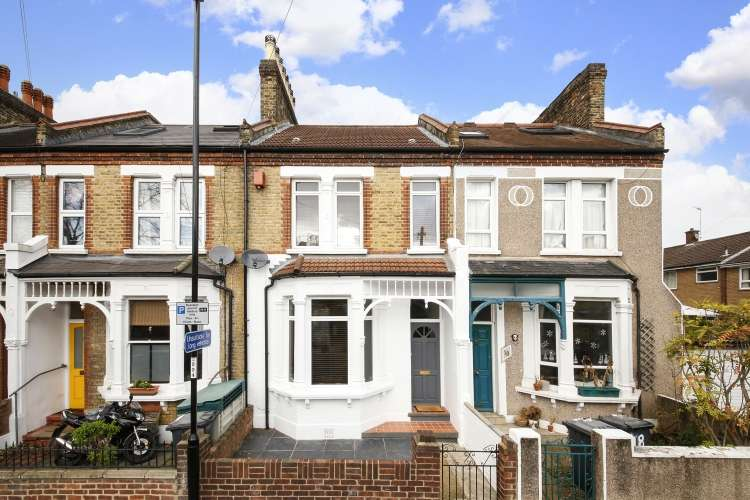 3 Bedrooms Terraced House for sale in Lampmead Road London SE12