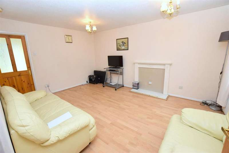 3 Bedrooms Semi Detached House for sale in Tynemouth Close, Beckton
