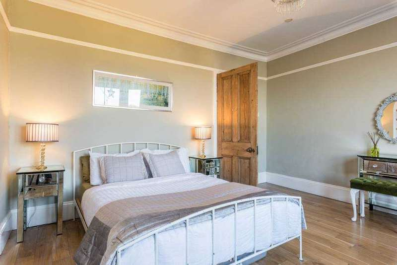 2 Bedrooms Flat for sale in Gardner House, Gardner Street, Brighton