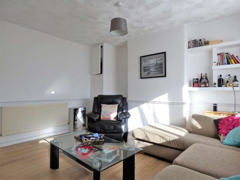2 Bedrooms Flat for sale in Barkway Road, Manchester, Greater Manchester, M32
