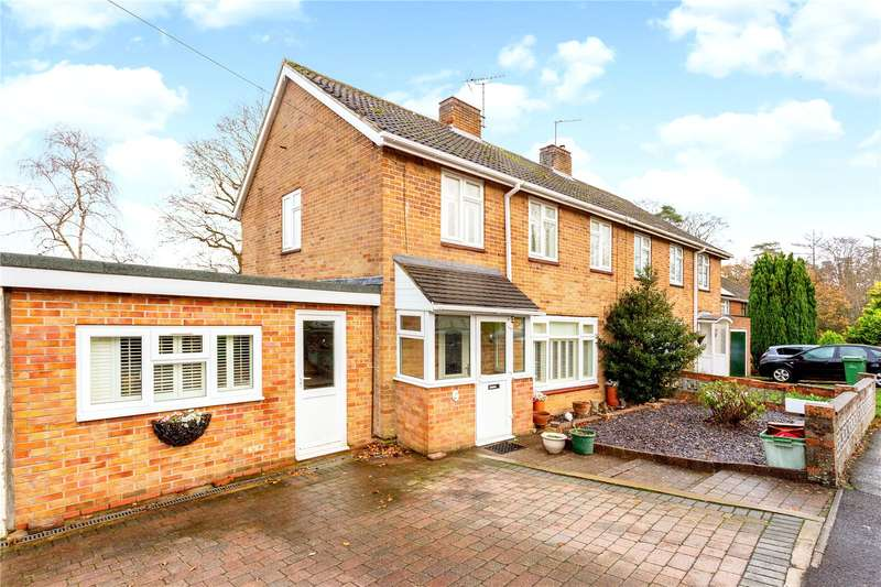 3 Bedrooms Semi Detached House for sale in Pond Close, Newbury, Berkshire, RG14