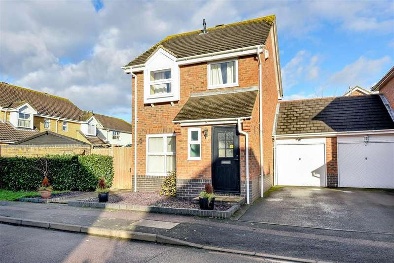3 Bedrooms Detached House for sale in Bishops Road, Bedford