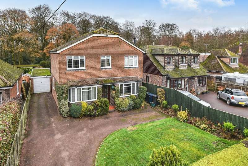 4 Bedrooms Detached House for sale in Studley Green, Buckinghamshire, HP14
