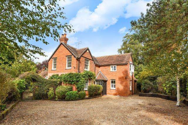3 Bedrooms Detached House for sale in Finchampstead, Berkshire, RG40