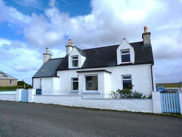 3 Bedrooms Detached House for sale in Hillview, Backstreet, Cross, Ness, Isle of Lewis HS2