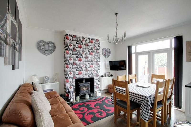4 Bedrooms Semi Detached House for sale in Balmoral Drive, Leicester