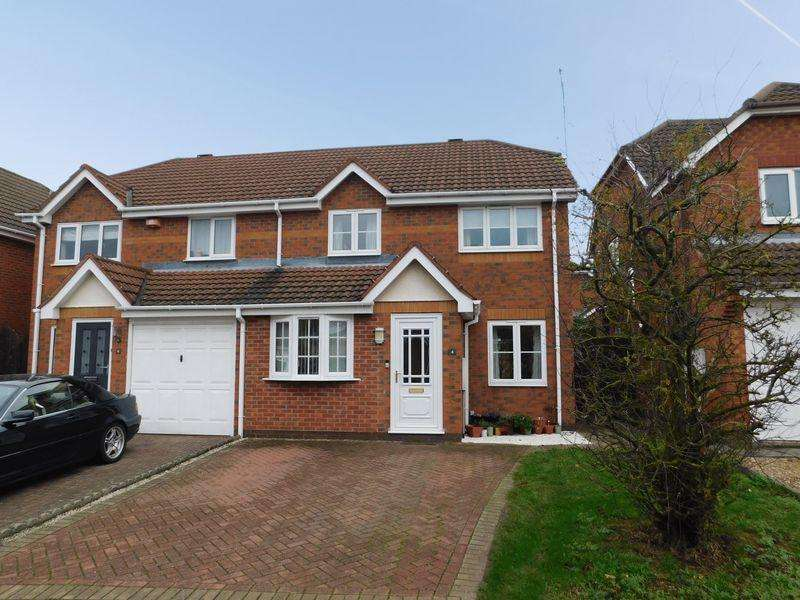 3 Bedrooms Semi Detached House for sale in Hart Close, Whetstone, Leicester