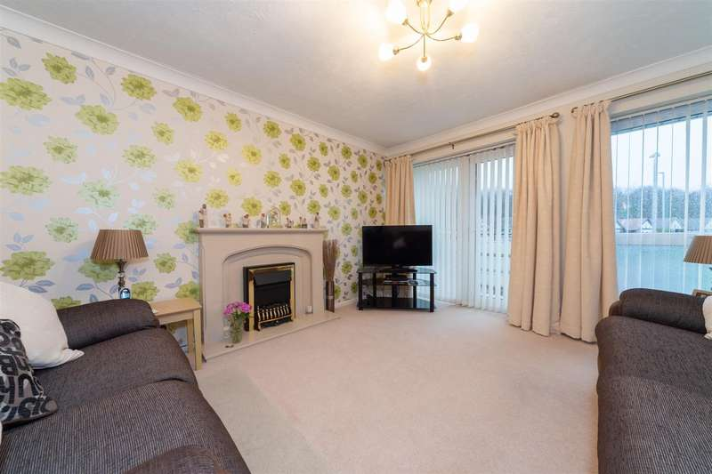 3 Bedrooms Flat for sale in Melton Court, Oakwell Close, Dunstable