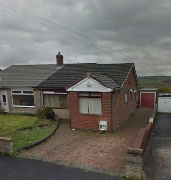 4 Bedrooms Bungalow for sale in Beaufont Drive, Oldham, Greater Manchester, OL4