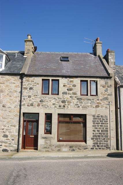 3 Bedrooms Semi Detached House for sale in 17 The Square, Portsoy AB45 2NX